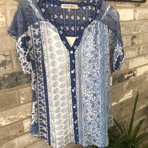 🛍Cute blue color blouse with white little tank.